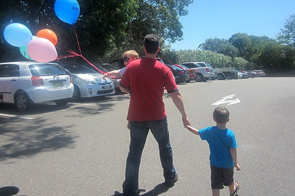 Home time... leaving with a bunch of balloons makes the departure tear-free!