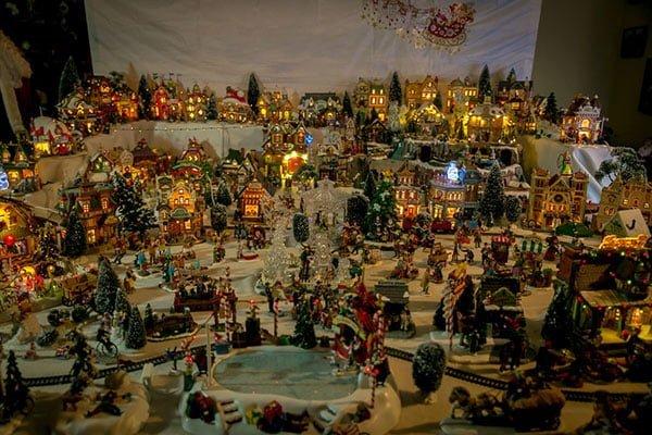 CambageCourt_ChristmasWindow