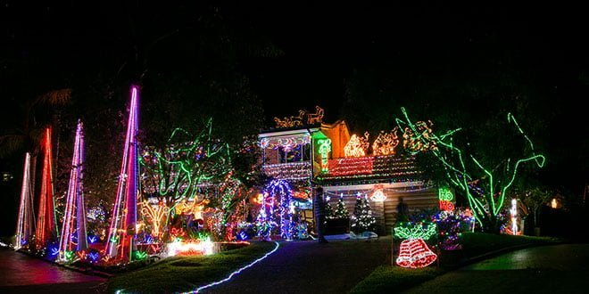 cambage-court-christmas-lights_feature