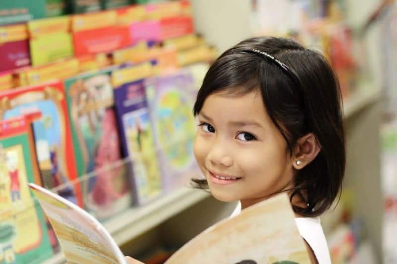 Asian-Girl-in-Library