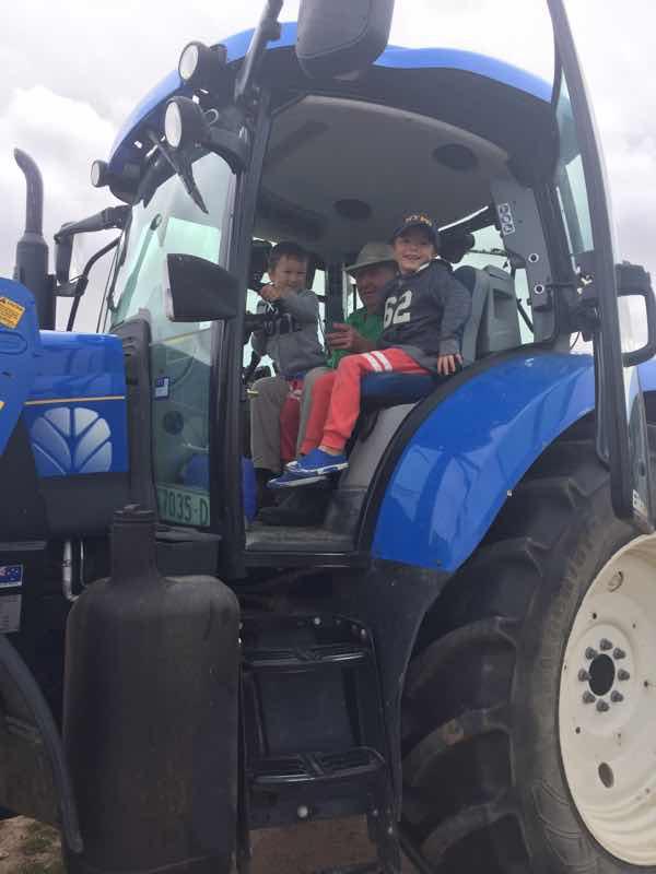 barcoos-farm-tractor-ride