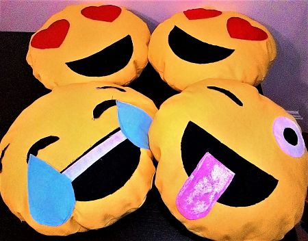 KnSS-Emoji-Pillows_opt-1