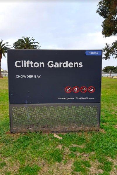 Signpost to Clifton Gardens