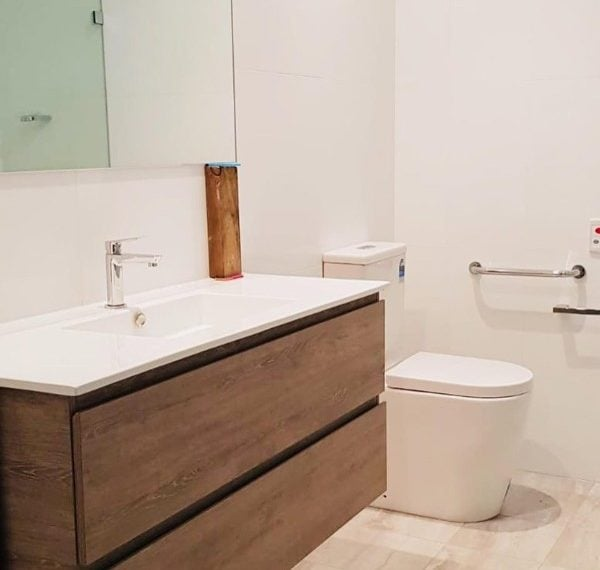 94180_Age-Care-Bathroom