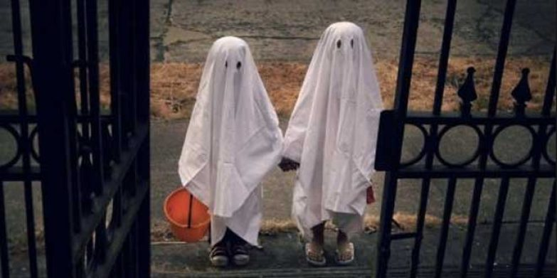 10582400 - three very, very scary spooks - kids dressed as ghosts - on halloween or for carnival or a costume party