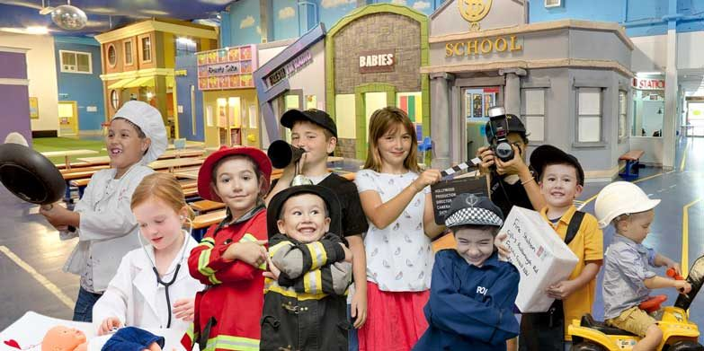 Wannabees family play town closing